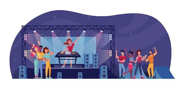 Open-air-festival, dj auf der bühne, publikum bei nachtclubparty