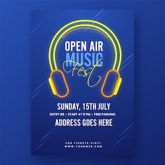 Open air music fest einladungskarte mit kopfhörer und veranstaltungsdetails in blauer farbe.