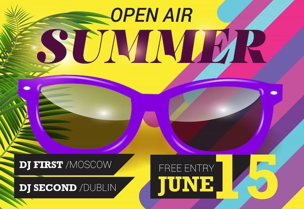 Open air, sommer, 15. juni schriftzug mit lila sonnenbrille. sommer einladung