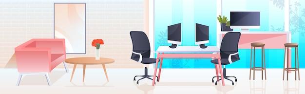 Open space coworking center arbeitsplätze mit computer überwacht moderne schrank innen büroraum mit möbeln horizontal