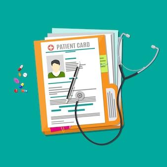 Ordner mit dokumenten, stethoskop, pillen, stift