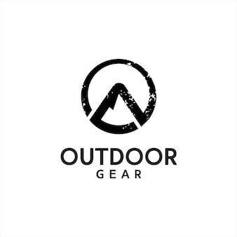 Outdoor-bekleidung logo rustikaler runder abstrakter schwarzer berg