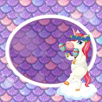 Ovale rahmenschablone auf lila fischschuppen mit niedlicher einhorn-cartoon-figur