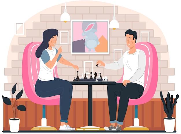 Paar, das zu hause schach spielt und am gemütlichen wohnzimmer des tisches sitzt