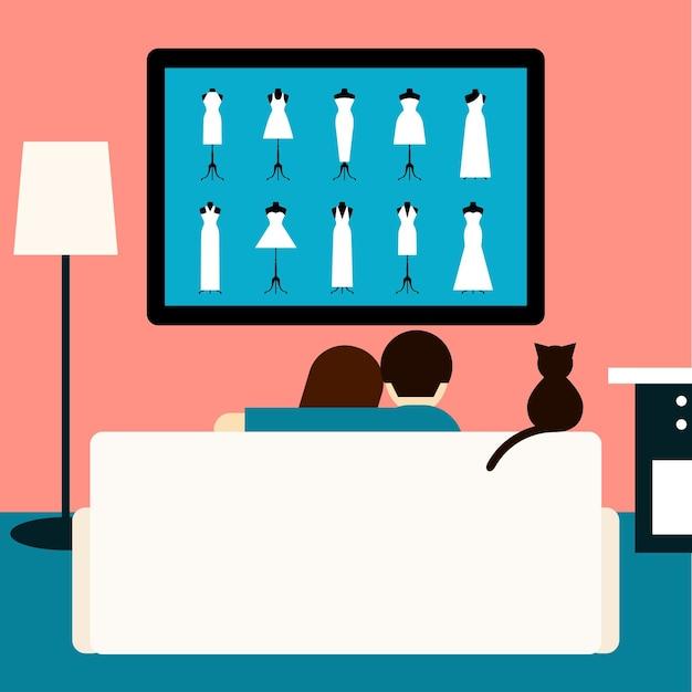 Paar und katze sehen sich den hochzeitsfilm im fernsehen an. trendige zimmereinrichtung im flachen stil. paar und katze sitzen auf der couch im zimmer mit fernseher. thema erholung, hobby und freizeit. familie und fernsehen.