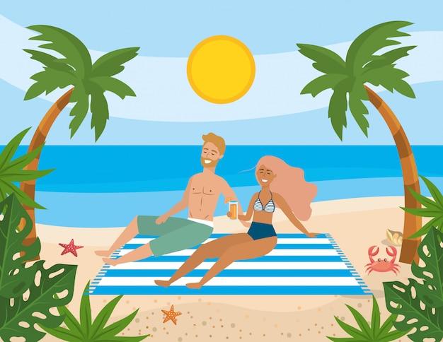Paar unter der sonne am strand