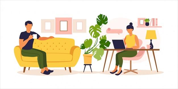 Paar zu hause arbeiten. frau, die am tisch mit laptop sitzt. konzept freiberuflich, online-bildung oder arbeit in sozialen medien. von zu hause aus arbeiten, remote-job. flacher stil. illustration.