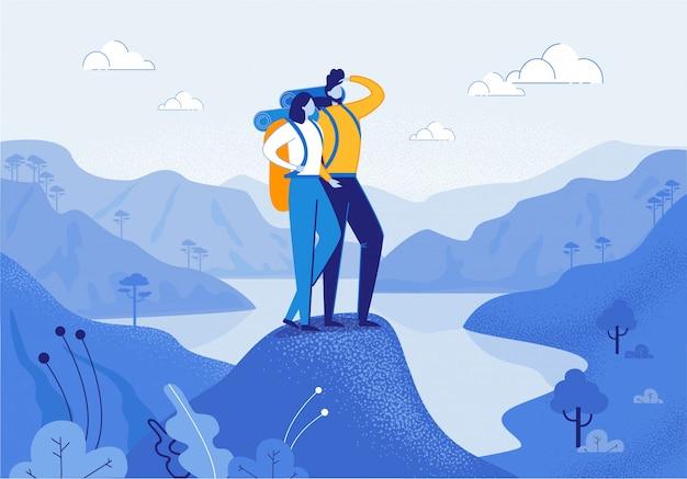 Paare der jungen frau und des mannes, die in den bergen wandern