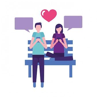 Paare unter verwendung des mobiles im bankpark