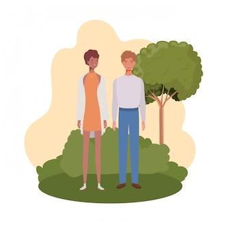 Paare von den leuten, die mit landschaft stehen
