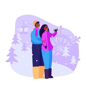 Paare von den touristen, die draußen selfie nehmen