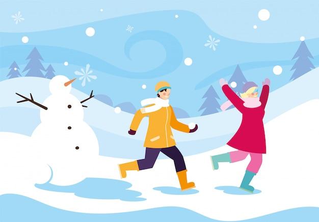 Paare von leuten mit schneemann in der winterlandschaft