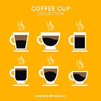 Packung kaffeetassen mit dampf
