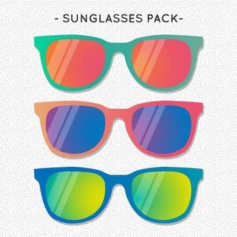Packung mit bunten sonnenbrillen für den sommer