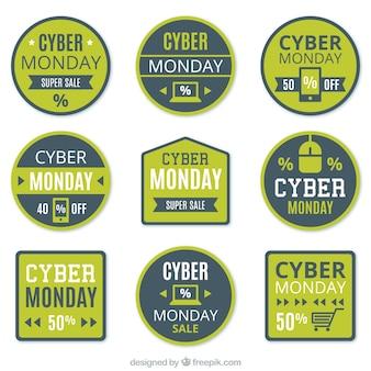 Packung mit grünen und blauen etiketten für cyber-montag