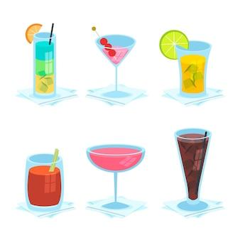 Packung mit köstlichen handgezeichneten cocktails