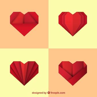 Packung mit roten origami herzen
