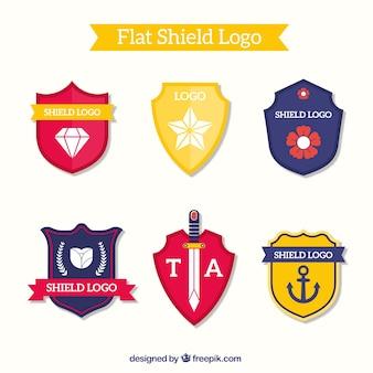 Packung mit schildförmigen logos