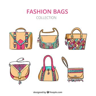 Packung mit sechs braunen taschen mit bunten details