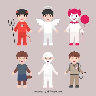 Packung mit sechs kindern mit halloween-kostümen