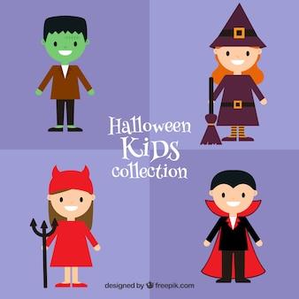 Packung mit vier kindern mit halloween-kostümen