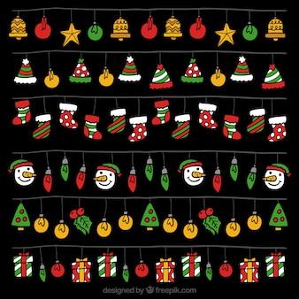 Packung mit weihnachtsbeleuchtung mit bunten elementen