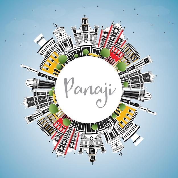 Panaji india city skyline mit farbgebäuden, blauem himmel und textfreiraum. vektor-illustration. geschäftsreise- und tourismuskonzept mit historischer architektur. panaji-stadtbild mit sehenswürdigkeiten.