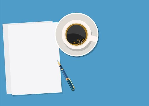 Papier, stift und heißer kaffee