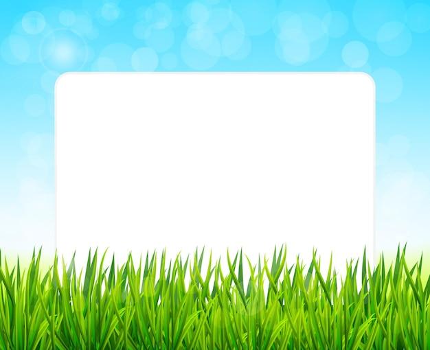 Papierblatt auf hintergrund mit grünem gras und blauem himmel