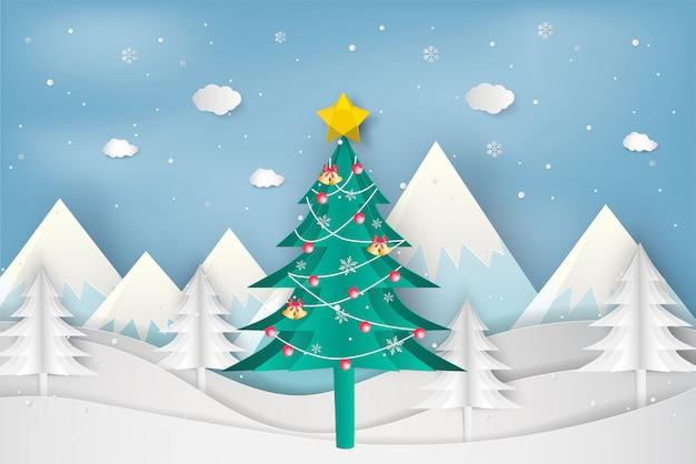 Papierkunstart des weihnachtsbaums im winter mit landschaftshintergrund