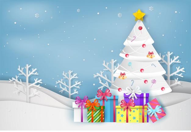 Papierkunstart des weihnachtsbaums und der bunten geschenkbox im winter mit landschaft backgroun