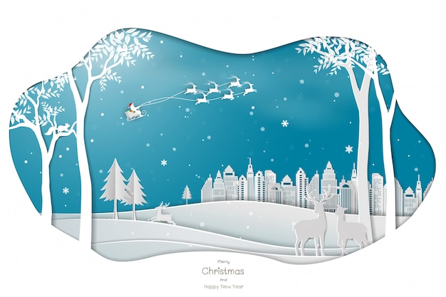 Papierkunstdesign mit weihnachtsmann, der zur stadt auf blauem hintergrund kommt