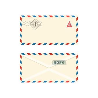 Papierportoumschlag mit realistischer illustration der briefmarken auf weißem hintergrund. satz von poststempelbriefen oder korrespondenzpostnachrichten.