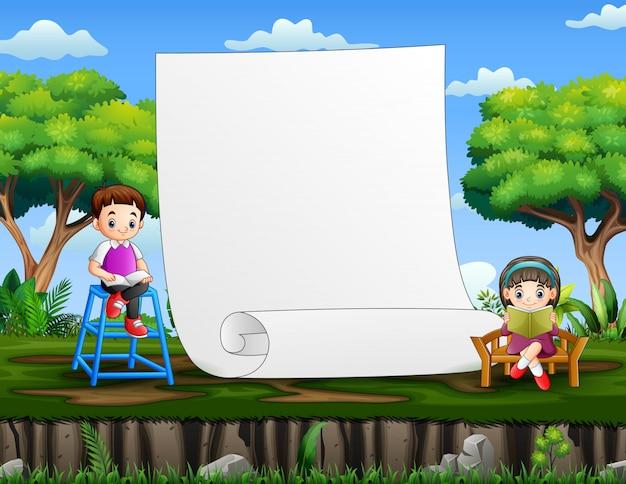 Papierschablone mit kindern, die bücher lesen