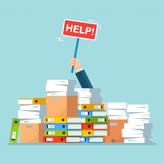 Papierstapel, dokumentenstapel mit karton, karton. gestresster angestellter in papierkram. beschäftigter geschäftsmann mit hilfezeichen. bürokratiekonzept. karikatur