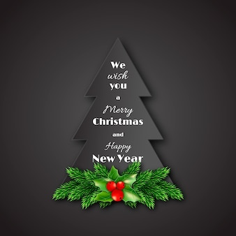 Papiertannenbaum mit weihnachtlichen dekorativen tannenzweigen und stechpalme.
