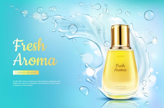Parfümieren sie neues aroma in der glasflasche mit wasserspritzen auf blau unscharfem hintergrund.