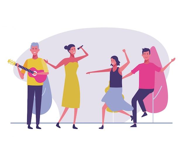 Partyleute, die draußen tanzen