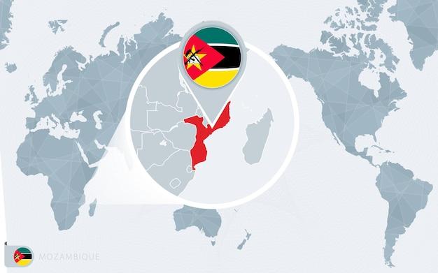 Pazifik zentrierte weltkarte mit vergrößertem mosambik. flagge und karte von mosambik.