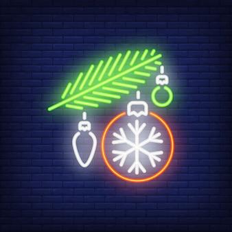 Pelzzweig mit kugeln. leuchtreklame element. weihnachts-konzept