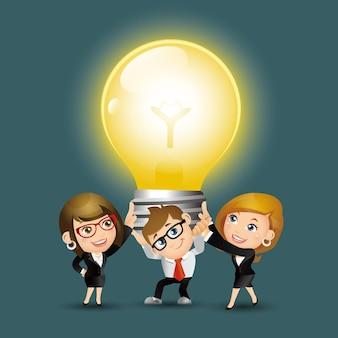 People set - business - gruppe von geschäftsleuten, die eine riesige glühbirne hochhalten