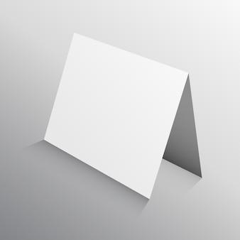 Perspektive gefaltete papier-karte in 3d-mockup-vorlage