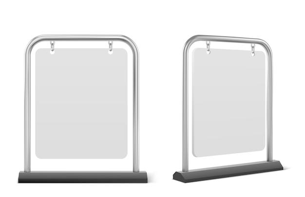 Pflasterschild, weiße bürgersteig-werbetafel isoliert. vektor realistisch von leerem banner, das auf metallrahmen, außenschildständer für menü, anzeige oder ankündigung hängt