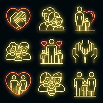 Pflegefamilienikonen eingestellt. umrisse von pflegefamilien-vektorsymbolen neonfarbe auf schwarz