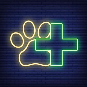 Pfote neon-symbol. konzept für gesundheitsmedizin und tierpflege. umriss und schwarzes haustier. haustiere symbol, symbol und abzeichen. einfache vektorillustration auf dunklem mauerwerk.