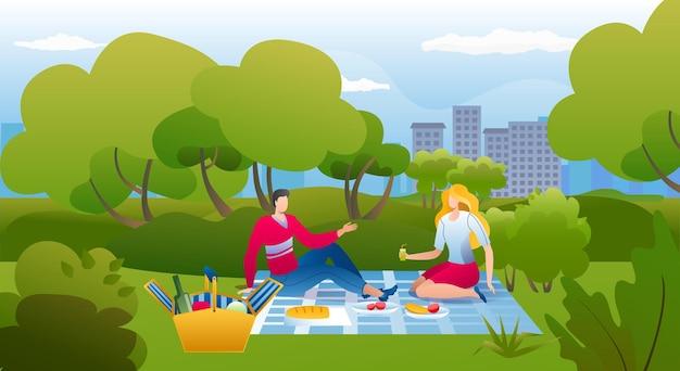 Picknick im park, vektorillustration, glücklicher junger paarmannfrauencharakter essen nahrung in der sommernatur, freizeit im freien im gras zusammen.