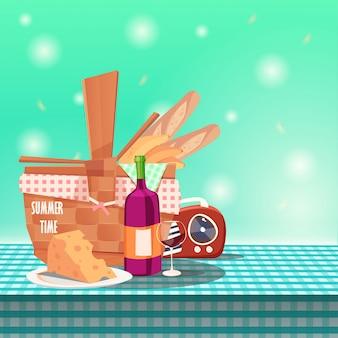 Picknickkorb auf tischdecke