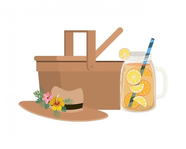 Picknickkorb mit erfrischungsgetränk für den sommer
