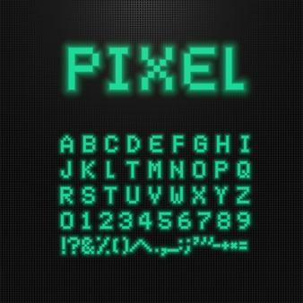 Pixelschriftart, -buchstaben, -zahlen und -zeichen auf alter computer geführter anzeige.