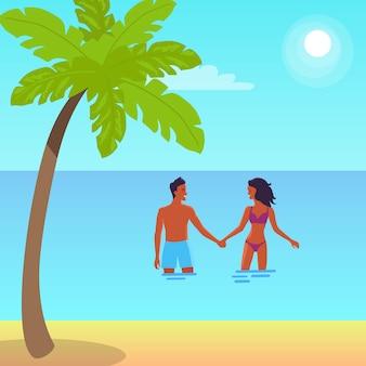 Plakat der ruhigen küste mit palme. vector illustration des mann- und frauenhändchenhaltens und der stellung im meer während des hellen sommertages
